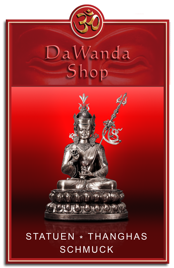 Buddhafigur vor rotem Hintergrund