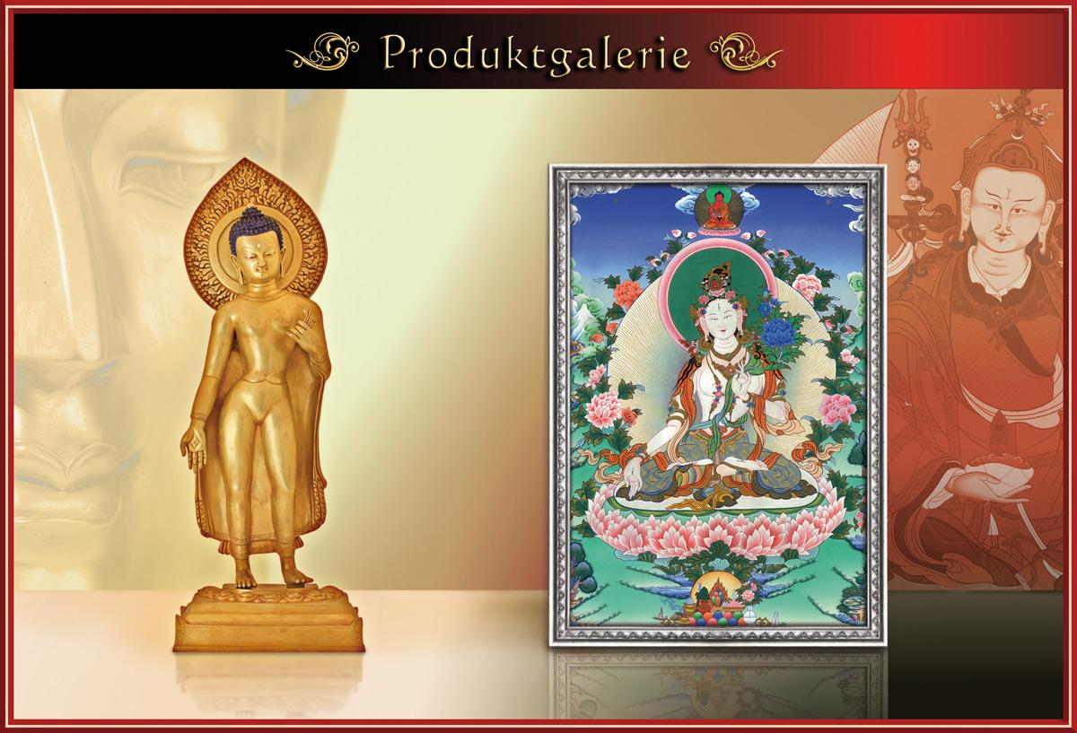 Buddhafigur und Thangka vor hellem Hintergrund